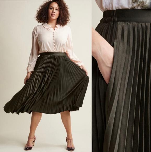 f472600e39 Modcloth • olive pleated midi skirt, XL. M_5c42a853bb7615097f6ba0f0